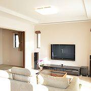 リビングの隣には和室を配置。普段は3枚引込戸を開けておくことによって、広々とした空間でのびのび暮らせます。