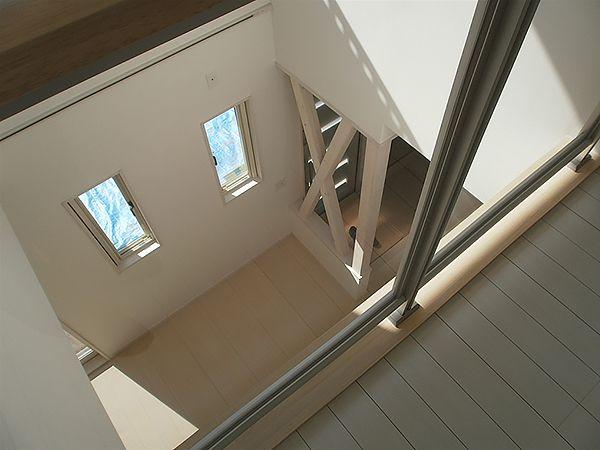 リビングから2階ホールにつながる吹き抜けは、家族が2階にいても常に気配を感じることが出来ます。