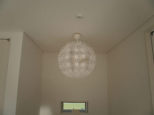 オシャレな照明で空間にアクセントを付けました。