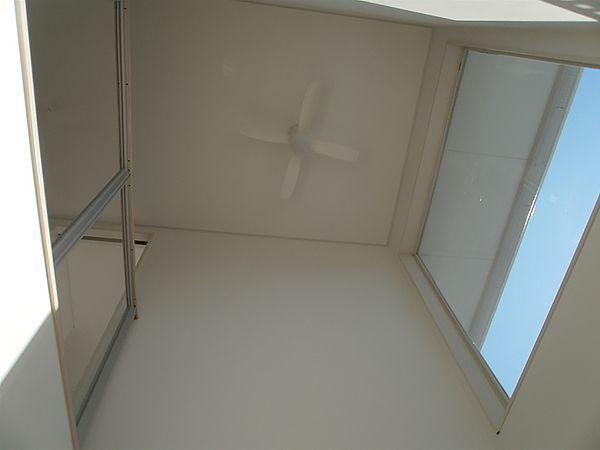 リビング上部に吹抜けを設けることにより、リビングがより開放的に、かつ明るくなりました。