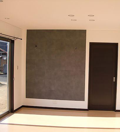 リビングの壁面にエコカラットを採用。お部屋の雰囲気のアクセントにもなり、お気に入りです。