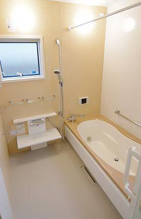 「シュロノキ」色のお風呂はヒノキ風呂のような風合いに仕上がりました。