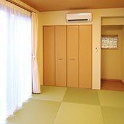和室の畳は、健康的でお手入れのしやすい和紙畳を採用しました。