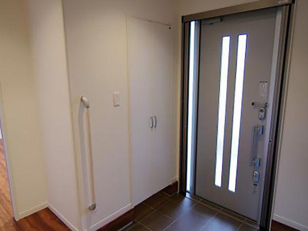 シューズクロークと下駄箱を完備した玄関は、ご家族全員の靴を収納でき広々と使うことができます。