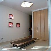 和室空間がゆったりと過ごせるスペースを創出しています。