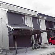 ホワイトとブラックをミックスし、見る角度によって全く異なる2つのファサードをもった、個性ある外観の住宅となりました。外壁タイルで高級感も演出しています。