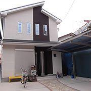 外観はシンプルなデザインで、モダンテイストの仕上げ。屋根裏の空間を活かした収納は5.5帖分の収納力があります。