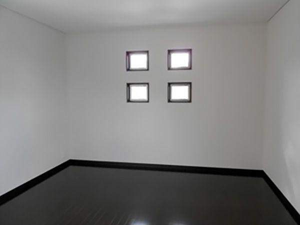 2階の寝室は1皆のリビングとは色合いを変えて落ち着いた色でまとめました。