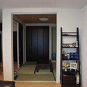 続き間として設置している和室は、普段は仕切り戸を開けることで、LDK全体に広がりを生み出します。