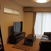 TVの置き場なども考えた窓の配置です。くつろぎの空間が生まれます。