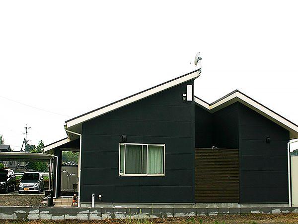 黒を基調とした配色で、シンプルで落ち着いたデザインになっています