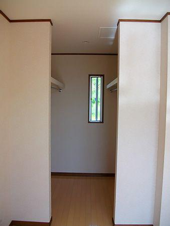 主寝室・洋室どちらにもWICをつくりました。収納が大きいと外に荷物がなくなるなので部屋を広く使えます。