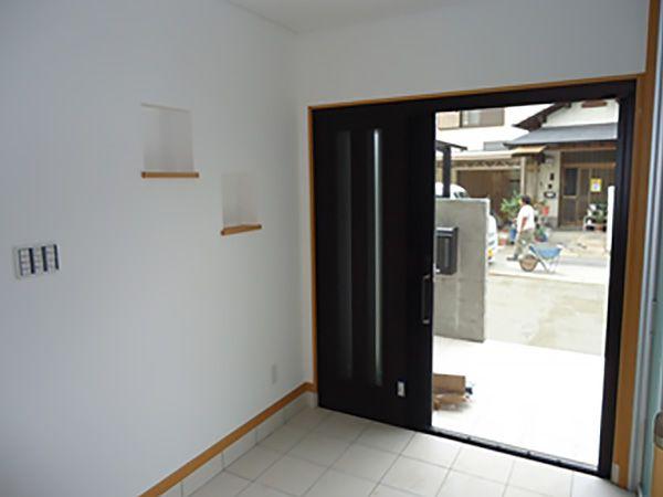 上り框の高さも、車椅子の室内用から室外用への乗り降りを考えて設計しました。