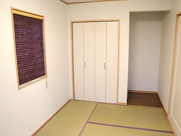 リビングとひと続きの和室は、洗濯物を畳んだり、お子様がお昼寝をしたり、大人数の来客時にはサブリビングとして使え用途も幅広く便利です。