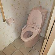 トイレも、キッチンに合わせてピンク色で可愛らしく。