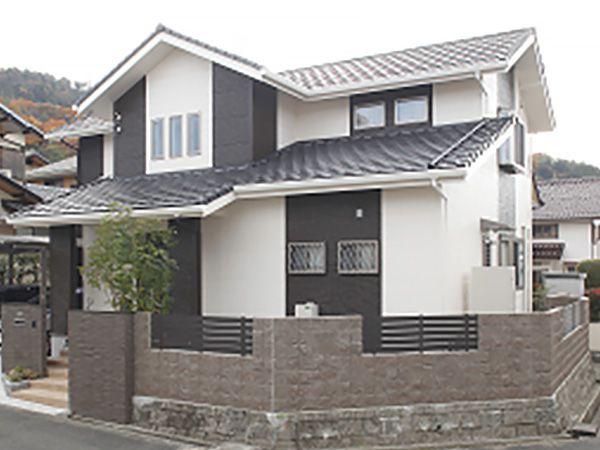 住み慣れた旧宅を建て替えて完成した邸宅。