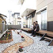 構想から完成までわずか一ヶ月。外構業者の力を借りず、ご主人様一人で造り上げた庭園。