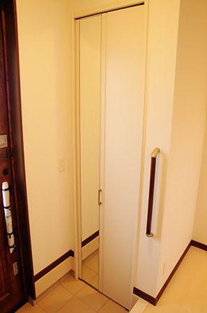 玄関には大きなシューズクロークを完備。物で溢れがちな玄関を広々と使う事ができます。