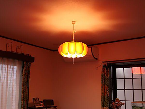 かわいい照明がリビングを照らしてくれます。
