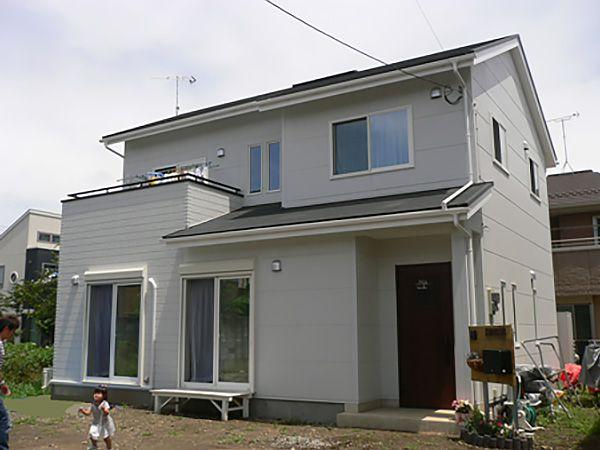 後から、太陽光発電システムが搭載できるように、屋根は切妻に設定してあります。