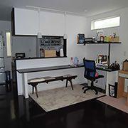 リビングに置く家具などは、打合せ当初よりレイアウトが決まっていたので、それに合わせた窓の計画ができています。