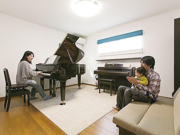 ALC外壁材は遮音性も◎。また、同社の家はコンクリート基礎なので、標準の床構造でもピアノの重量に耐えられる強度を誇る。