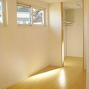 広い寝室には、タンスを置くスペースや書斎、WICもあり、収納抜群です。