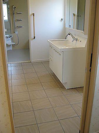 和室・トイレ・洗面・お風呂がつながる動線は、将来のこともしっかりと考えた設計です。