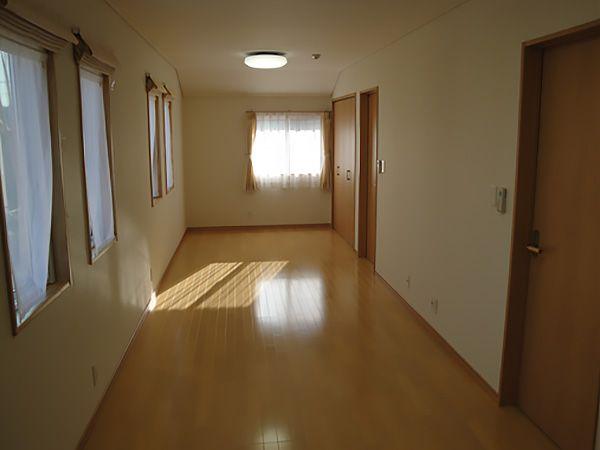 将来は仕切れる様にした子供部屋は、2つの部屋に仕切っても十分な広さがありそうです。