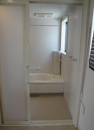 ゆったりとお風呂への出入りができるように扉2枚分の開口部を確保します。