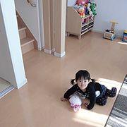 寒い冬場でもお子様は床に寝そべったり、裸足で駆け回ったり、ユニバーサルホームの床暖房は暖かいです。