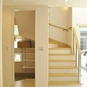 玄関のクロークはリビングからも出入りが可能です。