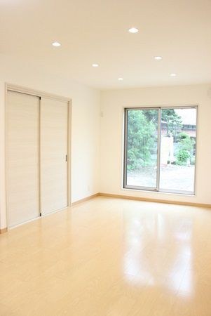 和室、納戸、キッチンに隣接するリビングで、ゆったりとした時間を過ごすことが出来ます。