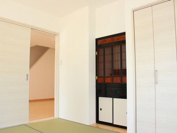 お仏壇に合わせたスペースを作り、無駄の無い和室になりました。