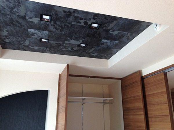 内観のこだわりは、ここにも。天井は折り上げ天井としました。