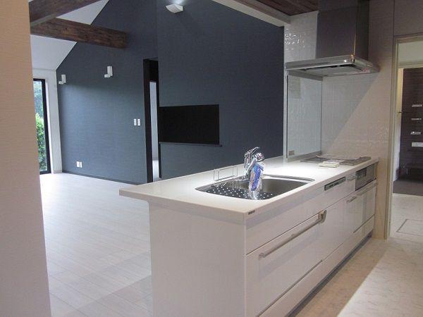 開放的なデザインが人気なオープン対面キッチンです。