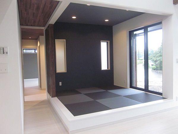 畳は琉球風に、4本の飾り柱をパーティションにしてさりげなく空間をさえぎってあります。とってもおしゃれな和コーナーとなりました。