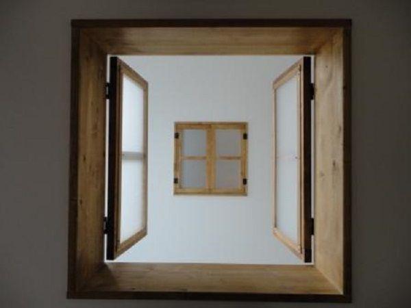 吹抜け部分に付いた小窓は、なんと奥様のお知り合いの手づくりです!ナチュラルな感じでステキです~