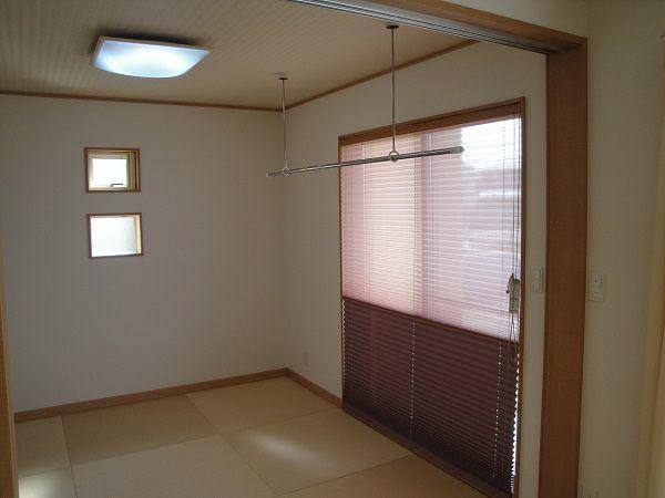 和室もナチュラルな色使いにし、市松模様の畳でモダンな雰囲気に。