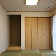 収納スペースもしっかり完備された和室です。