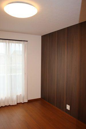 寝室は暗めの色調でリラックス空間に仕上がりました。