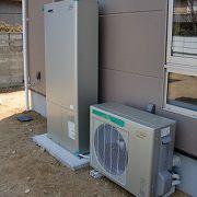 ガス給湯器とヒートポンプで効率よくお湯をつくるガスと電気の賢い給湯器