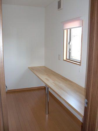 2階ホールにご家族の多目的スペースを設置。カウンターで読書や趣味のスペースとして活用できます。