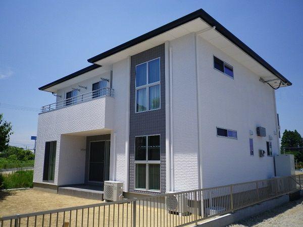 全周に高性能外壁材ALCデザインパネルを採用した外観は圧巻です。