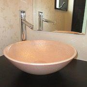 ウォークインクローゼットの先には奥様の空間パウダールーム!かわいい色の陶器でキラキラが毎日の疲れを癒してくれますね。