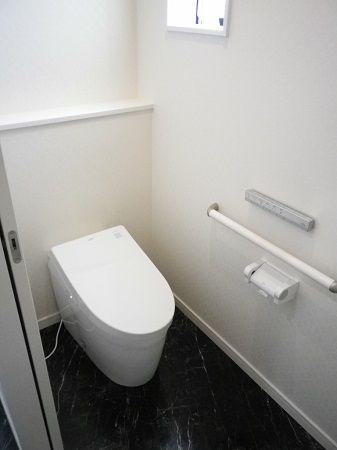 空間を最大限に活用出来るタンクレストイレです。