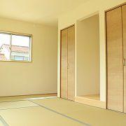 玄関から直接は入れる和室です。お客様やご親族がこられた際に、使いやすいお部屋です。
