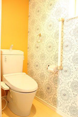 二階トイレは大人の方専用トイレです。壁紙も大人向けのものに。