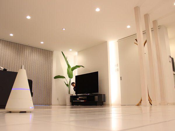 室内はゆったりできるリビングとダイニングキッチン。 照明は時間帯や生活リズムに合わせて演出出来るようにしています。