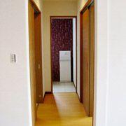 LDKから、おばあちゃんの部屋、脱衣室、トイレへの動線。おばあちゃんが生活しやすい間取りになりました。